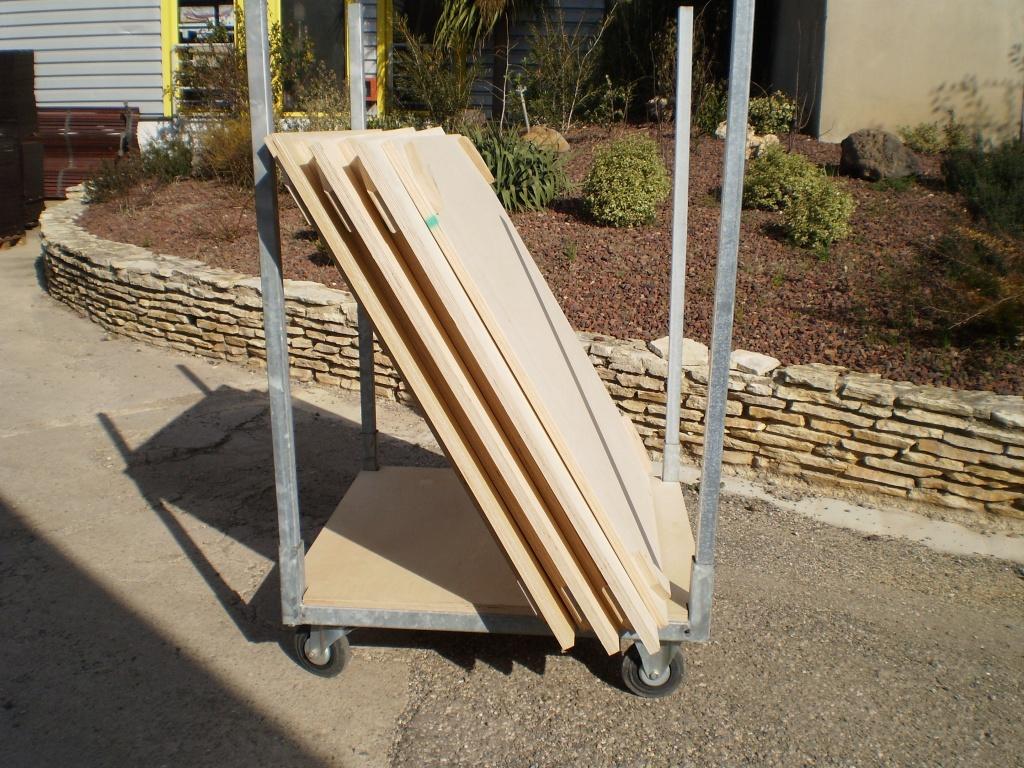 Chariot et rack de stockage gerbable pour planchers de podium et planchers de bal