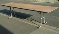 Table pieds repliables